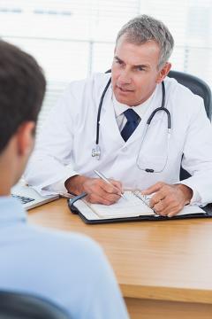 É fundamental procurar um médico em casos de priapismo, uma vez que essa ereção prolongada pode ocasionar até mesmo disfunção erétil