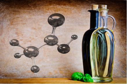 O ácido acético, principal componente do vinagre, é na verdade o ácido etanoico, segundo a nomenclatura oficial para esse composto