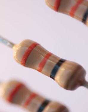 Resistor com faixas coloridas representando sua resistência