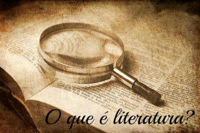 A literatura é a arte de conferir novos significados às palavras. Por intermédio dela, o escritor extrapola sua realidade, transfigurando-a