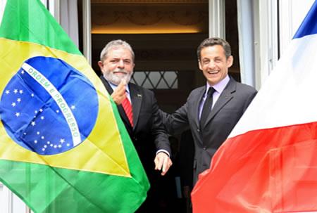 O ex-presidente Lula com Nicolas Sarkozy, presidente da França.