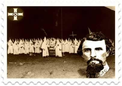 À direita, o general Nathan Bedford (1821-1877), fundador da Ku Klux Klan