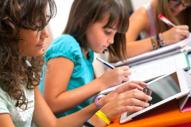 A tecnologia está cada vez mais presente na vida de crianças e adolescentes