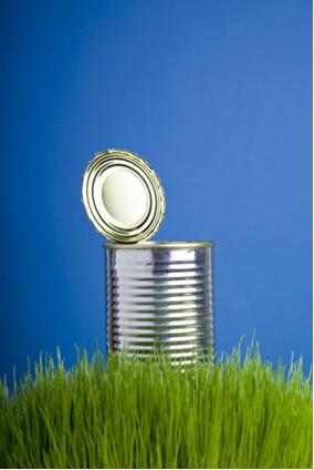 Para evitar o enferrujamento de peças metálicas, como essa lata, usa-se a galvanoplastia, mas esse processo pode acabar prejudicando o meio ambiente
