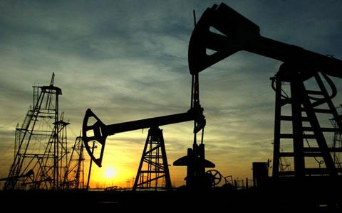 O petróleo é a principal fonte de energia usada atualmente.