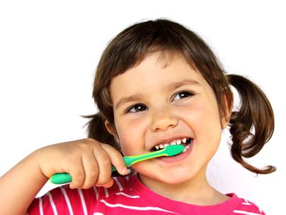 Cuidar da higiene bucal previne o mau hálito, cáries, gengivite e a formação de tártaro