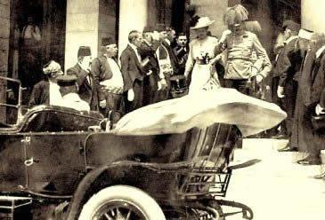 O arquiduque Francisco Ferdinando momentos antes de ser assassinado em Sarajevo.