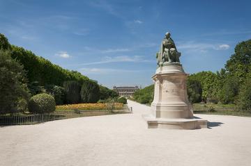 Estátua de Jean-Baptiste Lamarck no Jardim das Plantas, Paris
