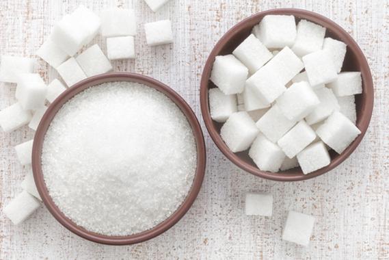 Na nossa proposta experimental, é possível utilizar açúcar (sacarose) em forma de cubos ou mesmo em grânulos