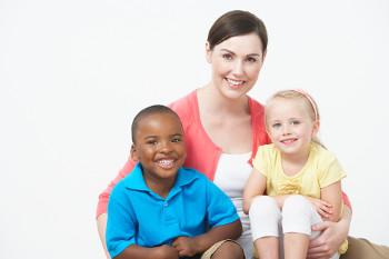 A adoção é um processo que prioriza o bem-estar da criança e do adolescente