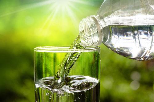 A água destilada é obtida a partir de uma destilação simples