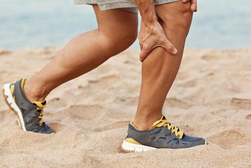 A câimbra ocorre em muitos atletas e é comum nos membros inferiores