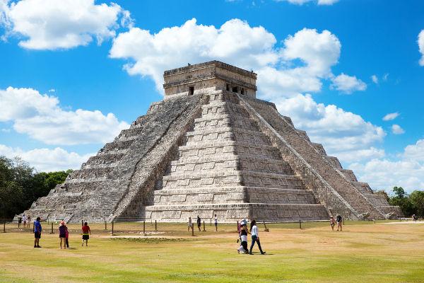 A cidade de Chichén Itzá, localizada na Península de Iucatã, pode ter sido uma cidade híbrida de influências maia e tolteca.