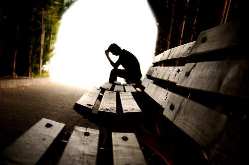 A depressão pode levar o paciente ao isolamento, o que dificulta o tratamento