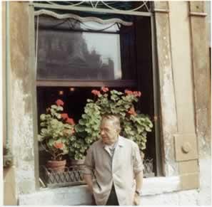 A dialética para Sartre é a própria relação que o SER-PARA-SI estabelece com o SER-EM-SI
