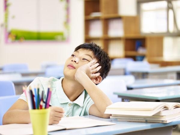 A dificuldade de concentração é um dos sintomas do Transtorno de Deficit de Atenção com Hiperatividade.