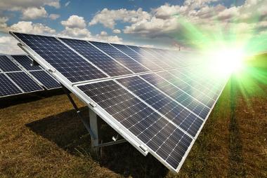A energia solar, como todas as fontes de energia, possui vantagens e desvantagens