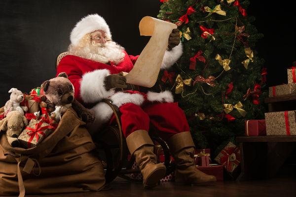 A figura do Papai Noel tem origem histórica em São Nicolau, santo católico, e em Odin, divindade da mitologia nórdica.