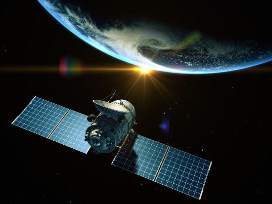 A força gravitacional que atua sobre satélites age como força centrípeta
