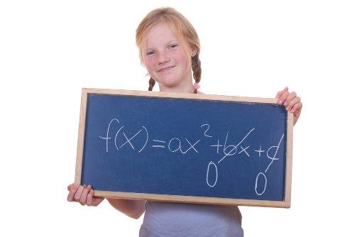 A forma da equação incompleta do segundo grau pode ter b ou c igual a zero ou os dois coeficientes nulos