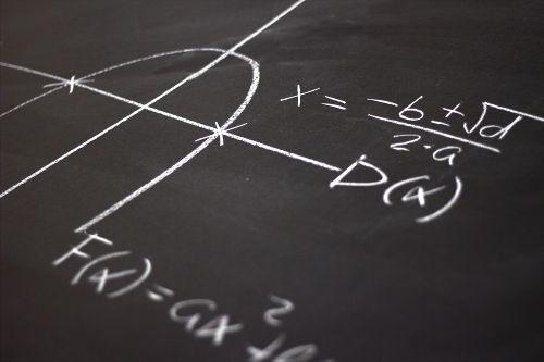 A fórmula de Bháskara é outra forma usada que apresenta os mesmos fins do método de completar quadrados