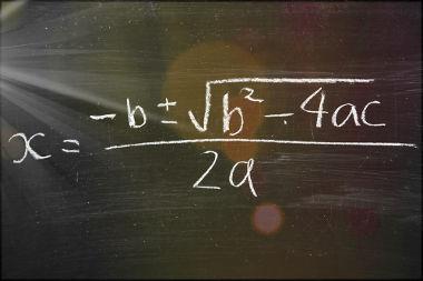 A fórmula de Bháskara pode ser demonstrada pelo processo de completar quadrados