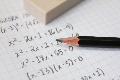 A fórmula de Bháskara é um método de resolver equações do segundo grau
