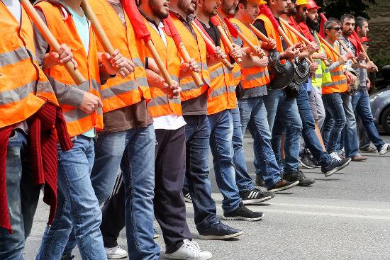 A greve é um direito fundamental do trabalhador e é resguardada pela Constituição brasileira *