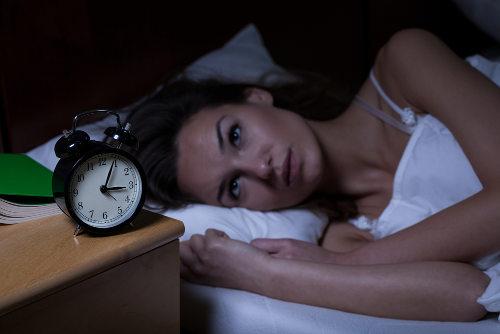A insônia pode ter diversas causas, tais como problemas psicológicas e algumas doenças