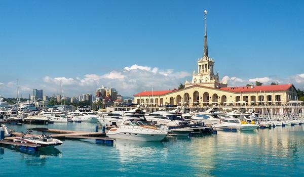 A localização de Sochi, próxima ao Mar Negro, tornou essa cidade uma das mais belas de toda a Rússia