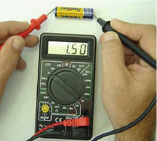 A medição da diferença de potencial (ddp) de uma pilha é registrada pelo aparelho denominado voltímetro