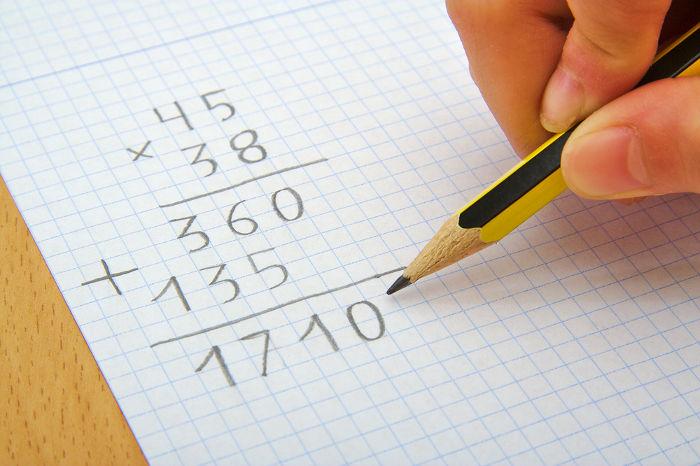 A ordem correta de realizar operações numéricas em uma sequência.
