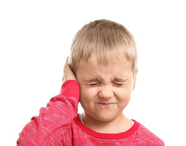 A otite é uma infecção que afeta a orelha, causando dor no local.