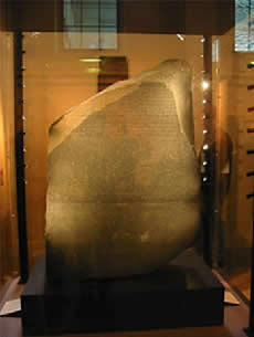 A pedra de Roseta encontra-se exposta no Museu de British em Londres - Inglaterra