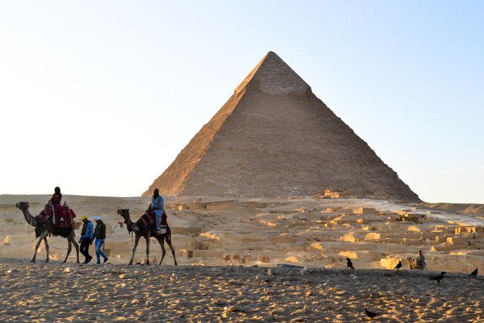 A pirâmide é uma figura que pode ajudar no ensino do cálculo da semelhança de triângulos