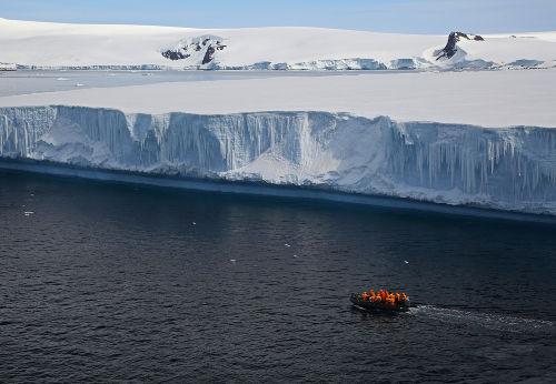 A presença de sais diminui o ponto de congelamento da água do mar