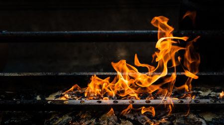 A queima de um objeto é um exemplo de fenômeno químico