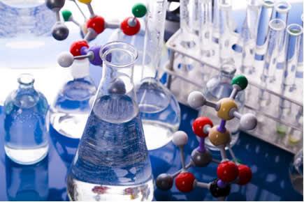 A Química Orgânica ajuda-nos a entender as estruturas e as propriedades das moléculas formadas por cadeias carbônicas