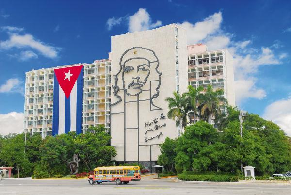 A Revolução Cubana foi o processo revolucionário concluído em 1º de janeiro de 1959 que resultou na queda de Fulgêncio Batista.