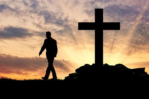 A secularização refere-se ao afastamento da religiosidade dos demais aspectos da vida social