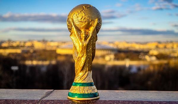 A taça da Copa do Mundo possui ouro 18 K*