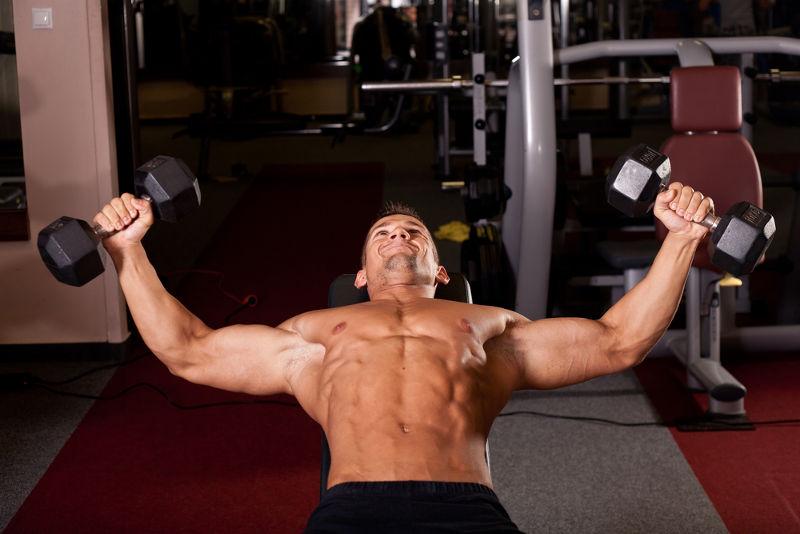 A testosterona está relacionada com o desenvolvimento maior da musculatura em homens quando comparado com mulheres