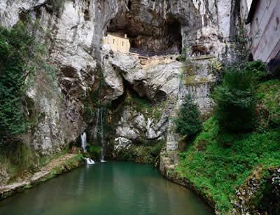 Capela construída em Covadonga, onde Pelayo teria enfrentado os mouros