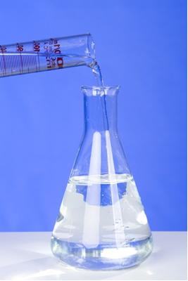 As reações de sulfonação são feitas na presença de ácido sulfúrico concentrado
