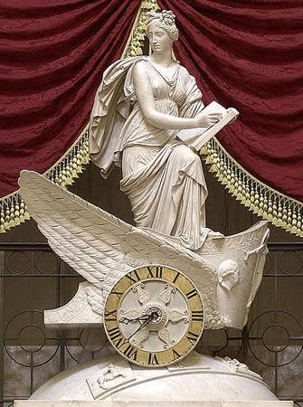 Acima, estátua representando Clio, considerada pelos antigos gregos a musa da História