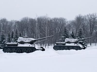 Acima, imagem de tanques soviéticos T-34 na Batalha de Kursk *