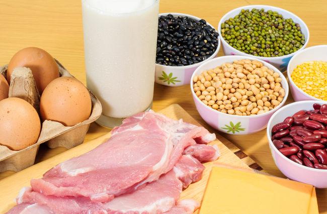 Alimentos como carnes, ovos e leite são ricos em proteínas