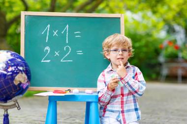 Ao realizar o produto de dois ou mais fatores, descobrimos o termo numérico que foi fatorado