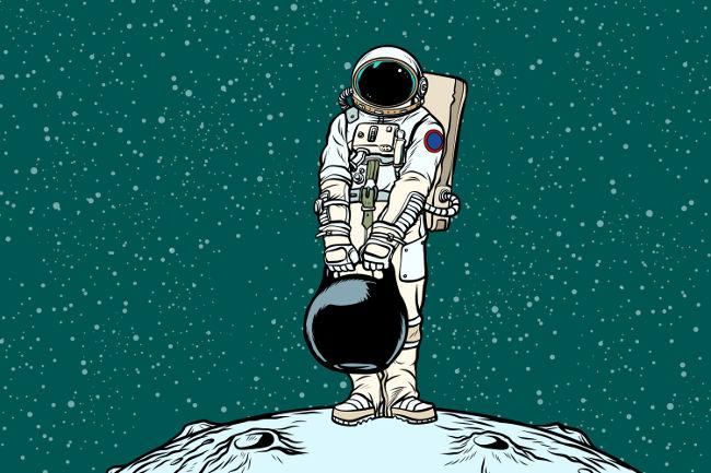 Apesar de a massa carregada pelo astronauta ser a mesma tanto na Lua quanto na Terra, seu peso é muito menor na Lua.