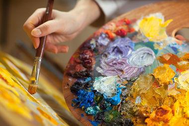 As artes plásticas acompanham a história humana desde os seus primórdios